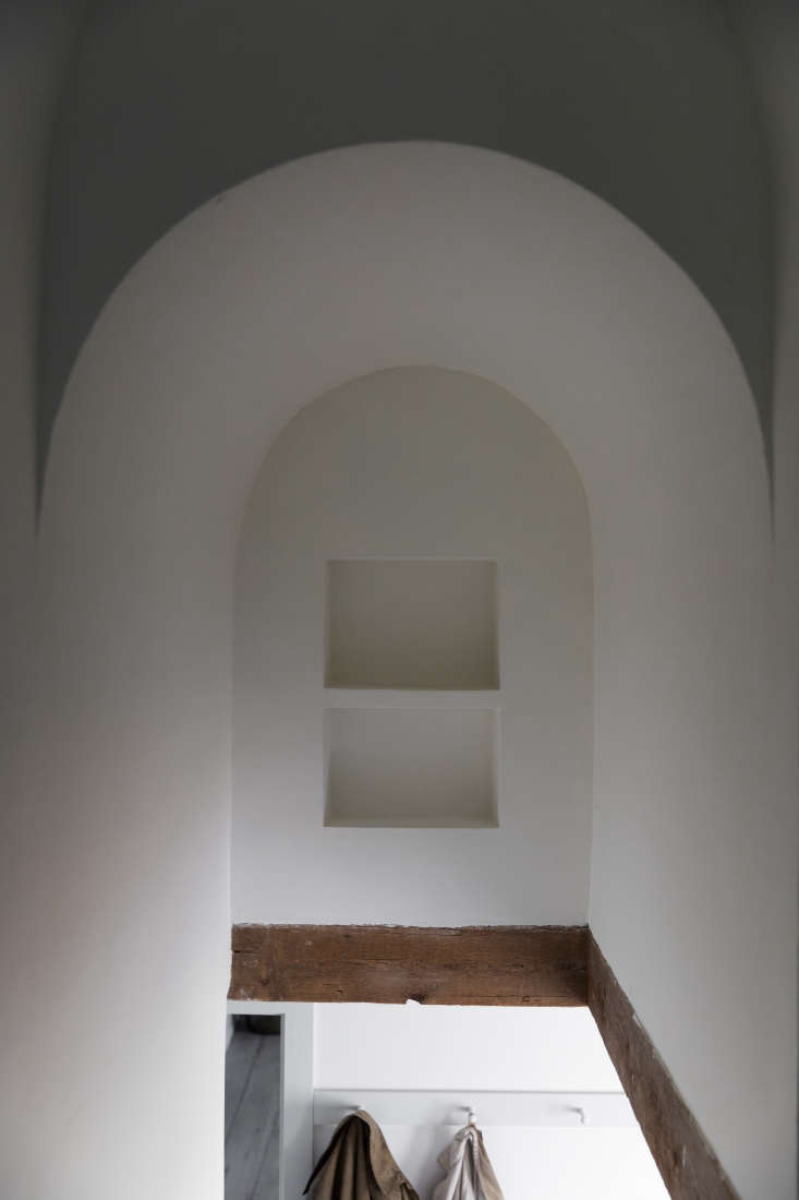 plaster niches are a surprising detail in another stairwell. 23