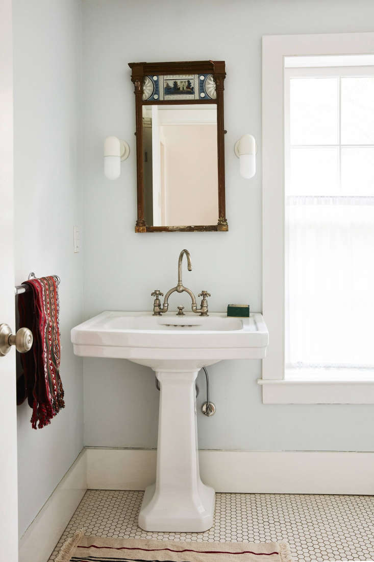 Valentin outfitted the bathroom (pre-renovation) with an antique mirror sourced locally in Bellport and a pair of Ikea Östanå Wall Lamps.