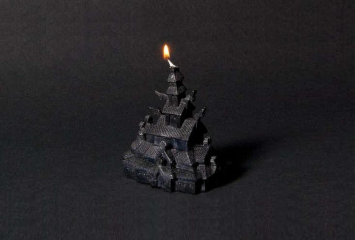 kirkebrann&#8\2\17;s true norwegian black candle (volume 4)is modeled on  15