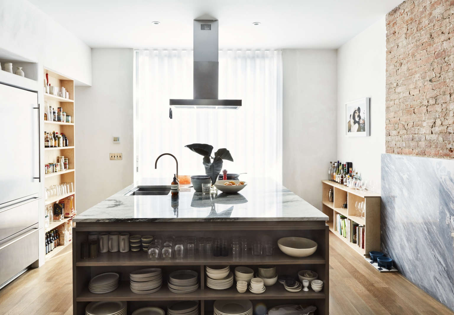 10 Easy Pieces Ceiling Mounted Kitchen Range Hoods Remodelista