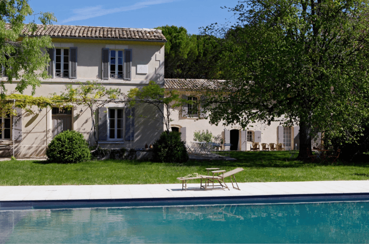 &#8\2\20;the property is surrounded by fields, vineyards and olive groves s 25