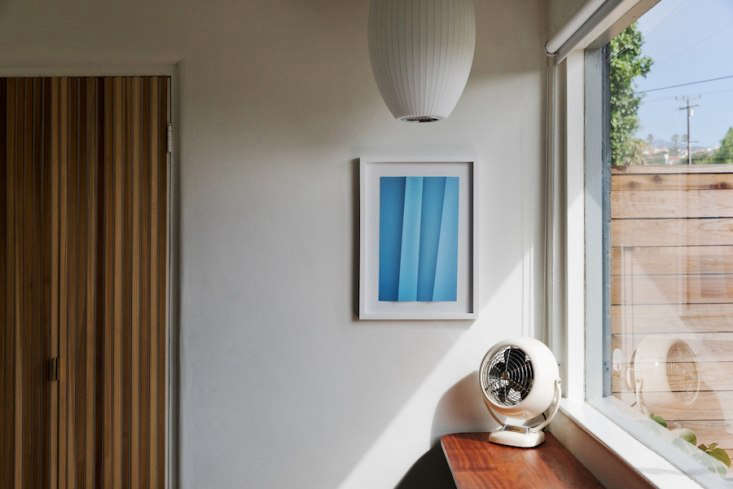 a cigar pendant by george nelson hang in one of the guest rooms. 20