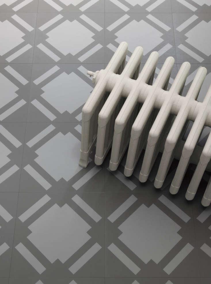 Check vinyl floor tile in slate.