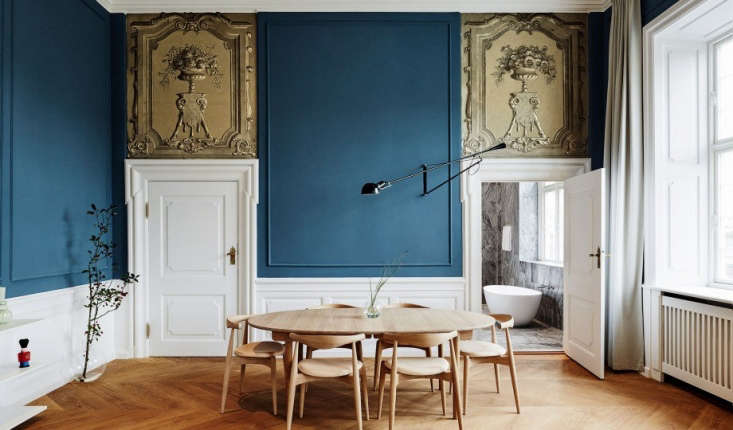 Use color to bridge the gap between traditional and contemporary. Wingårdh chose a &#8