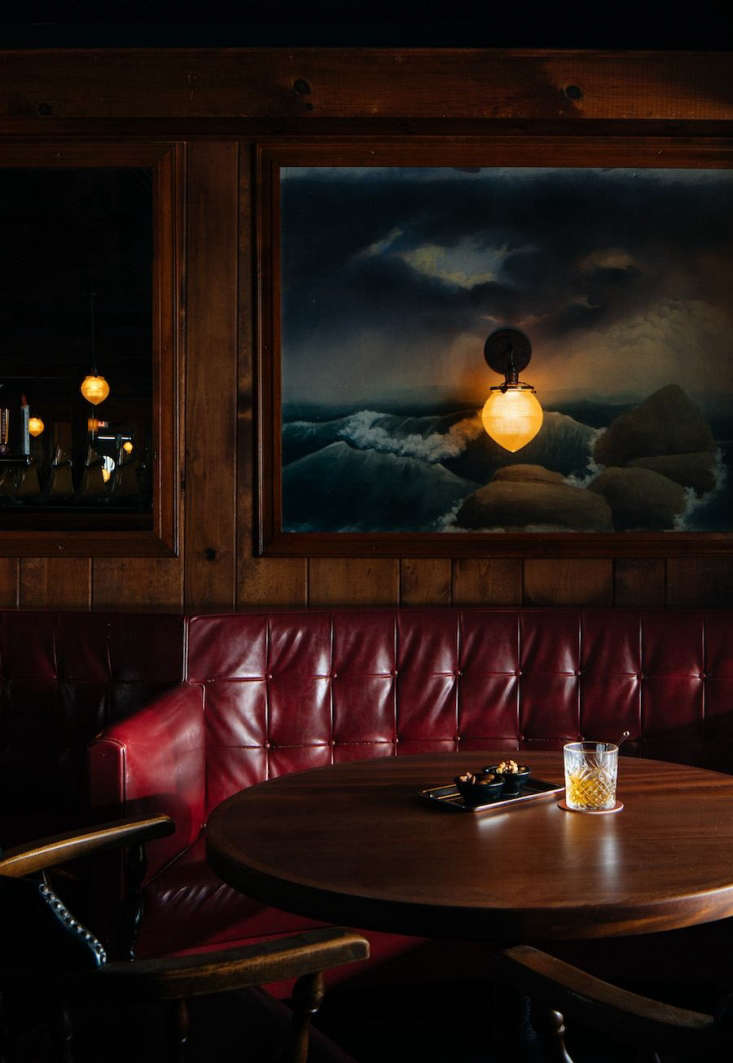 hand painted murals can be seenthroughout the piano bar area. 27