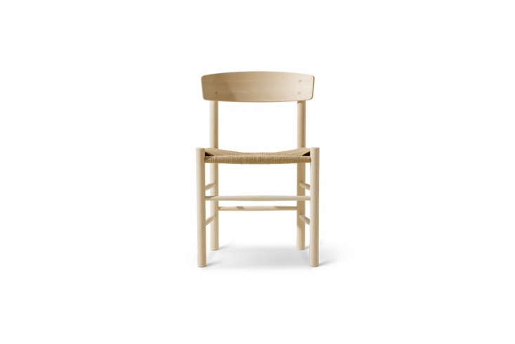 the vintage børge mogensen j39 shaker chairs are, like the dining table, still 15