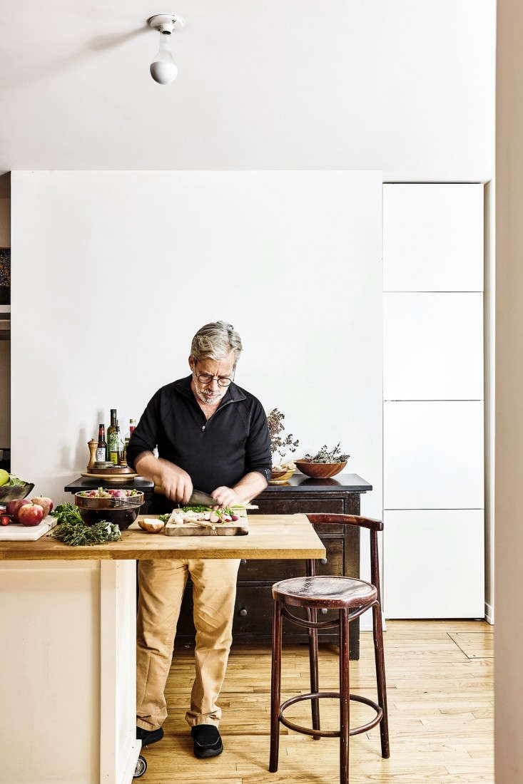 Chez Panisse alum and author chef David Tanis designed his compactNew York City kitchen with an island on wheels, an NXR range, and a Zphyr vent hood.
