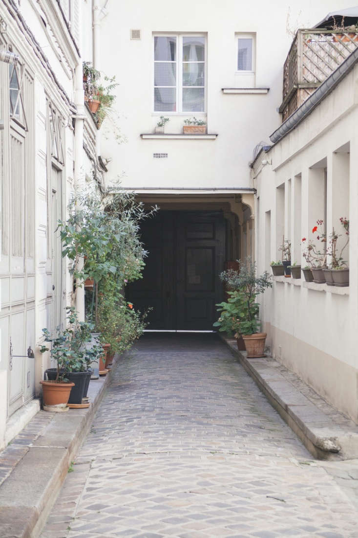 Modern Thrift Lucile Demorys ArchitectDesigned Rental in Paris A view of the gated courtyard shows how the modern Fassio Viaud structure to the rear contrasts with the traditional, historic Parisian architecture.
