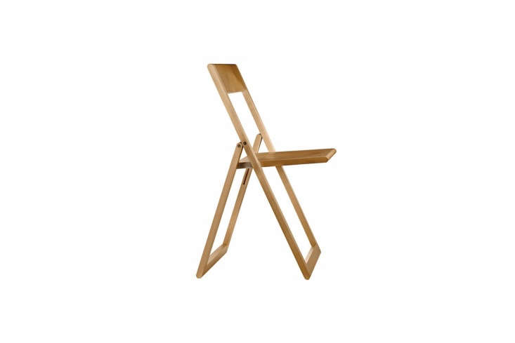 the magisaviva folding chair is available in natural (shown) and black; \$\25 15