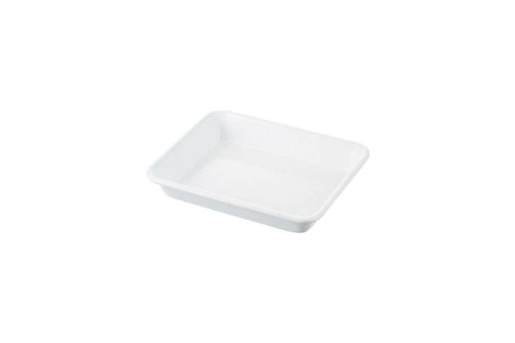 the white enamel trays featured in our bookremodelista: the organized homea 15