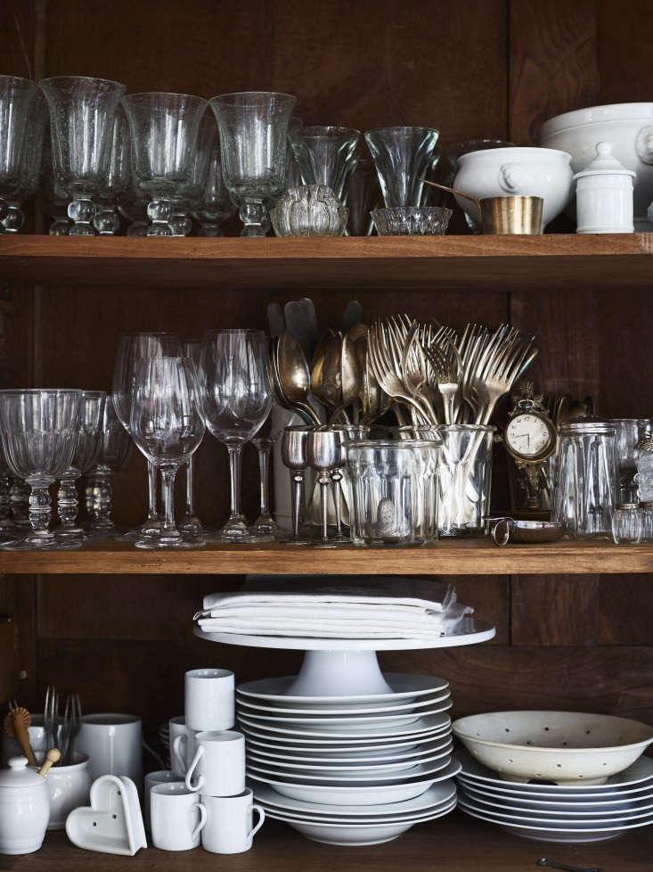kendall sticks to all white tableware that she uses daily as well as for holida 19