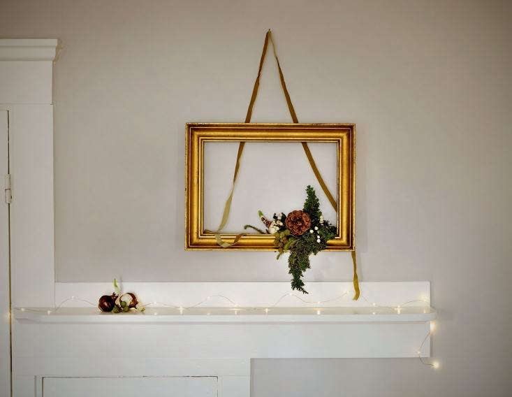 Trending on Gardenista Deck the Halls It&#8\2\17;s not too late to deck the halls: Justine constructs a festive display for the mantle (or any wall) in this week&#8\2\17;sDIY: Homemade Holiday Boughs.