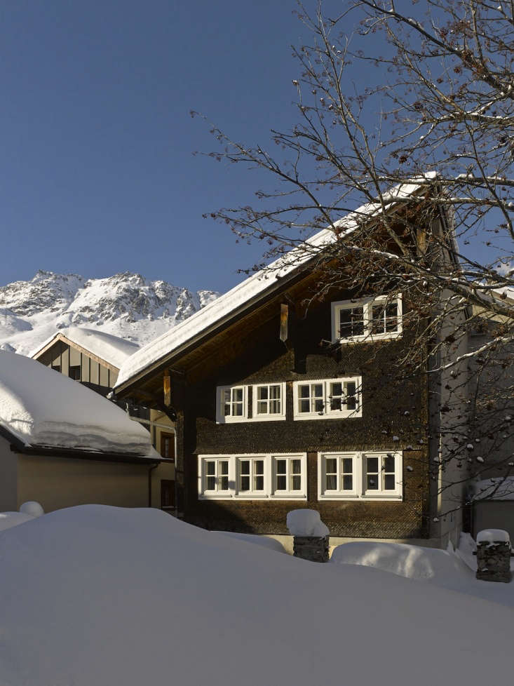 12 Favorites SnowCovered Cabins from the Remodelista Archives London architect Jonathan Tuckey overhauled a \17th century timber frame chalet in Andermatt, Switzerland. For more, seeSwish Chalet: An Alpine Remodel by Jonathan Tuckey.