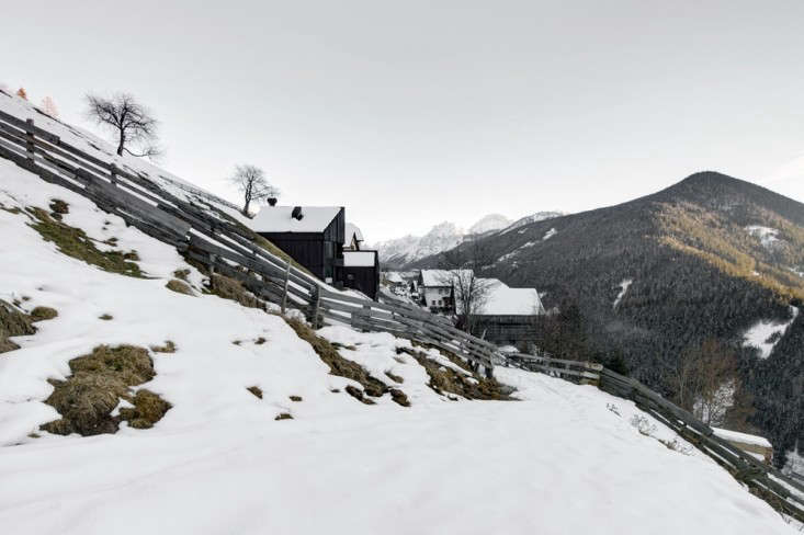 12 Favorites SnowCovered Cabins from the Remodelista Archives An energy efficient house with black paneling by Pedevilla Architects in South Tryol, Italy. For more, seeThe Mountain Rental: A Holiday House in the Italian Alps.