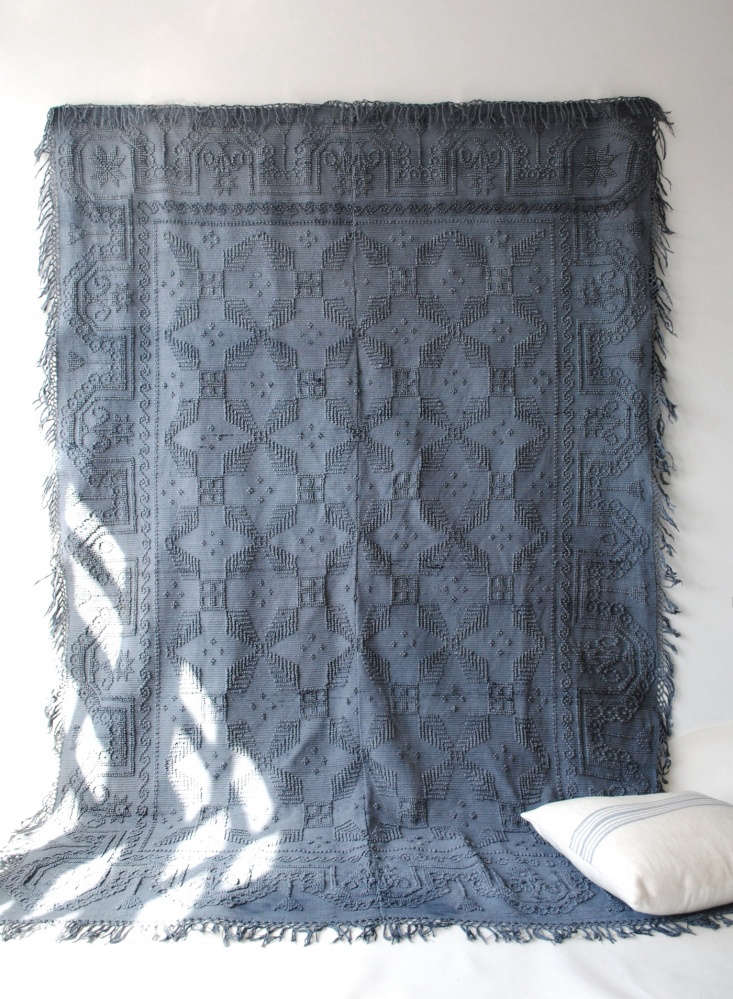 large blue blanket wall calmachica