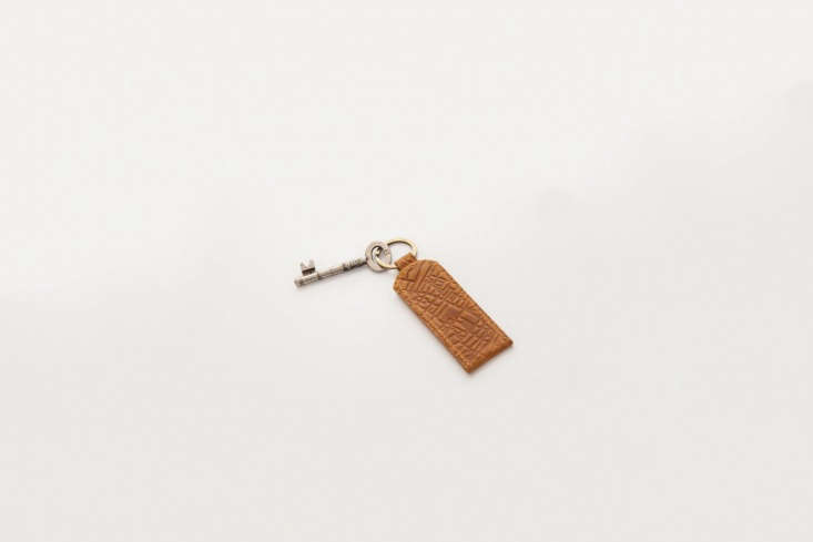 TheLondonTracesLeatherKeyring is designed by AFP from tanned leather and stamped with London&#8