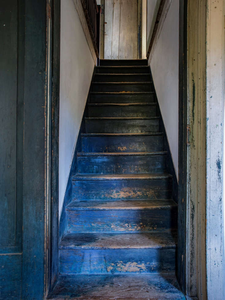 rustic farmhouse hudson valley howell-blue stairs