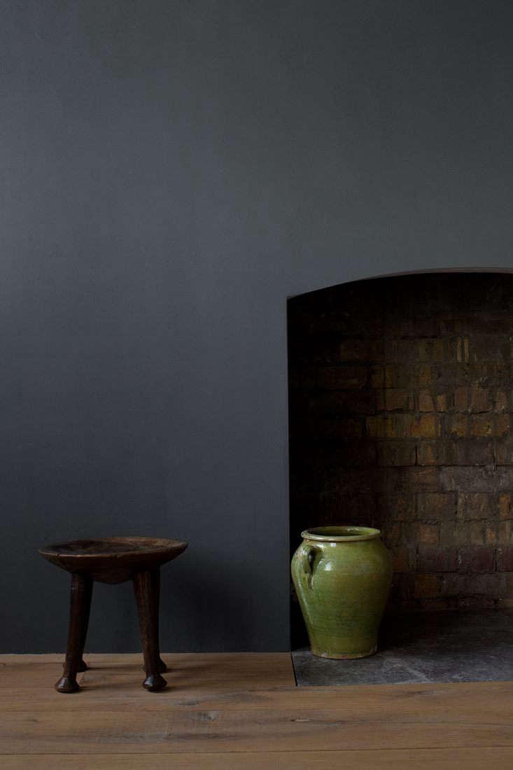 cassandra ellis paints aged black