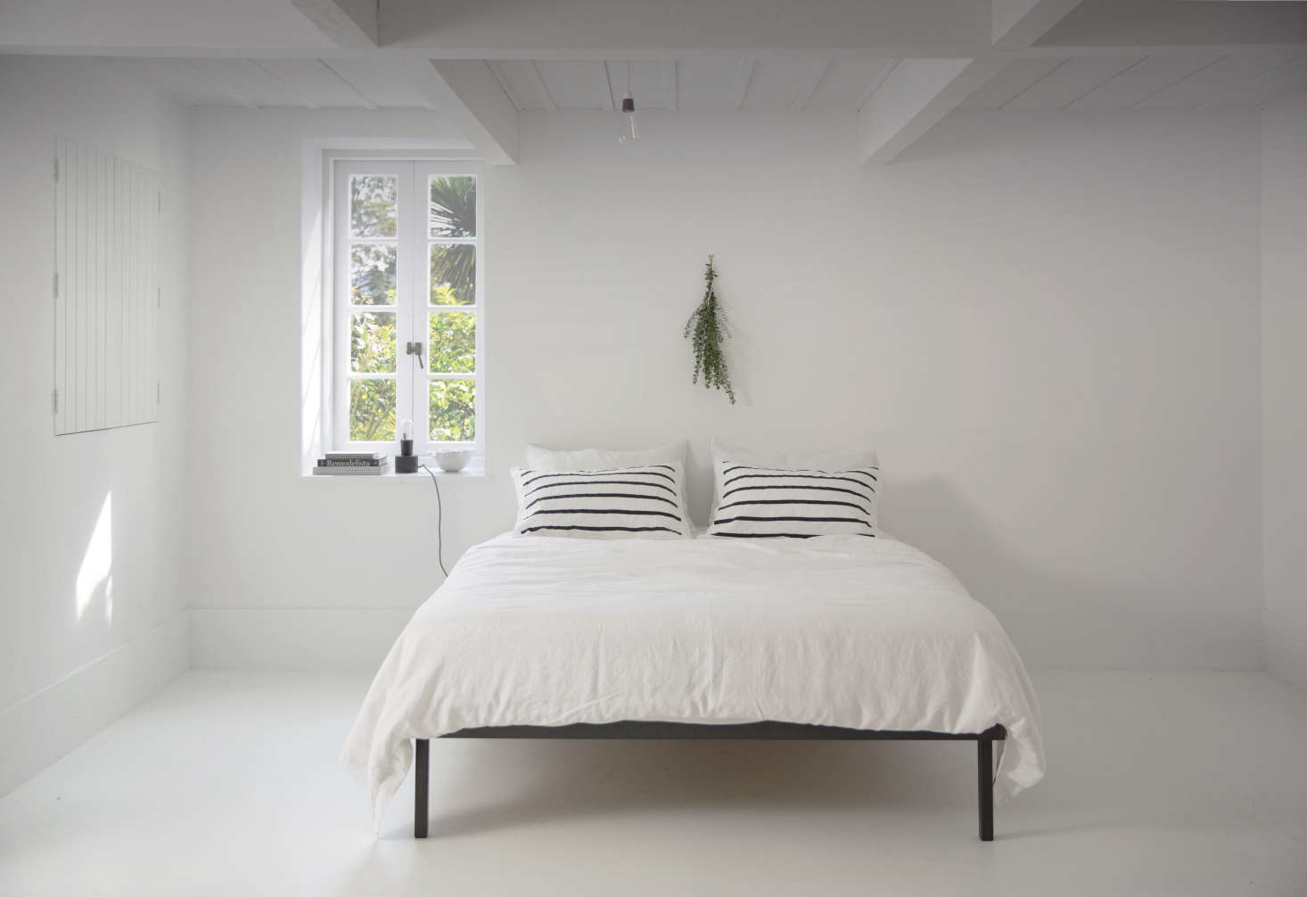 Interior designer Claudia Zinzan, owner of one of our favorite browsing spots, Father Rabbit in Auckland, New Zealand, is a master of the all-white bedroom. Shown here in Zinzan&#8