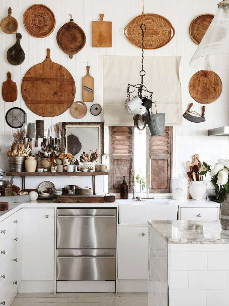 the same kitchen, bedecked in more &#8\2\20;kitchenalia&#8\2\2\1; from  17