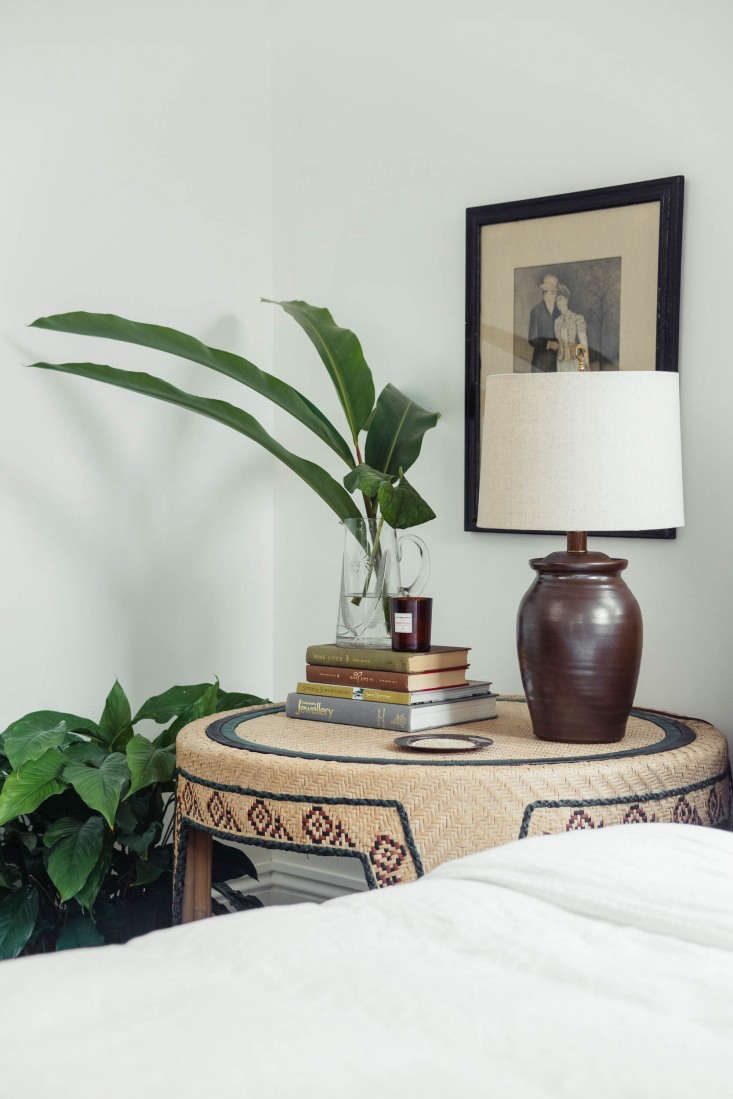 Rosa experiments with pairings, as in a rattan bedside table among vintage wooden pieces, or a vintage Breuer chair with a bamboo desk found at a thrift shop.