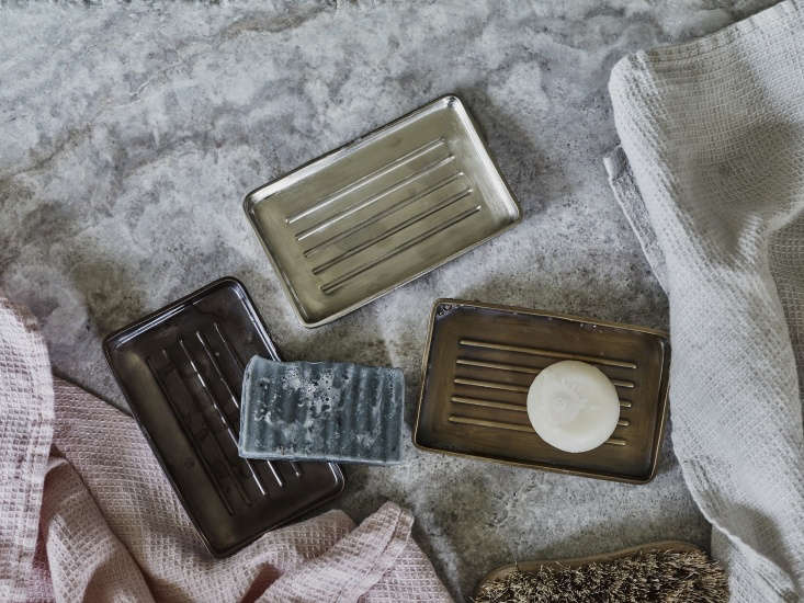 Vintage Luxe New Bath Accessories from Rowen amp Wren with Traditional Appeal An array of Bilton Soap Dishes (£34 each). The dishes have embossed ridges on the bottom to &#8\2\20;ensure that soap is elevated away from excess water.&#8\2\2\1;