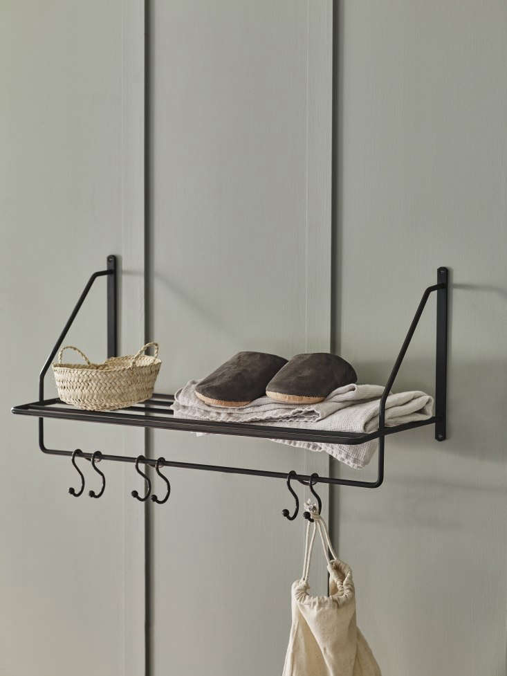 Vintage Luxe New Bath Accessories from Rowen amp Wren with Traditional Appeal Shown here in blackened bronze, theBilton Towel Rack (£\2\28) is &#8\2\20;inspired by luggage racks in the golden age of steam locomotive travel.&#8\2\2\1; The lower hooks corral pajamas, dressing gowns, and other bath essentials—or, the retailers suggest, coats or keys in an entryway.