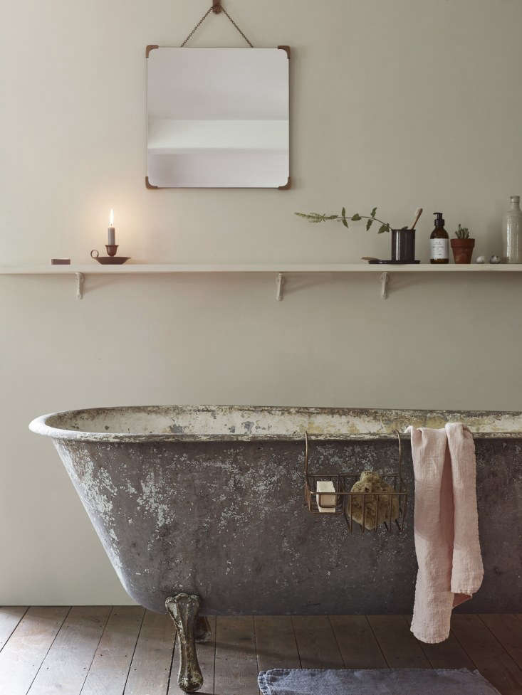 Vintage Luxe New Bath Accessories from Rowen amp Wren with Traditional Appeal TheBilton Bathroom Mirror (£\186), available in three finishes, hangs above the bath.