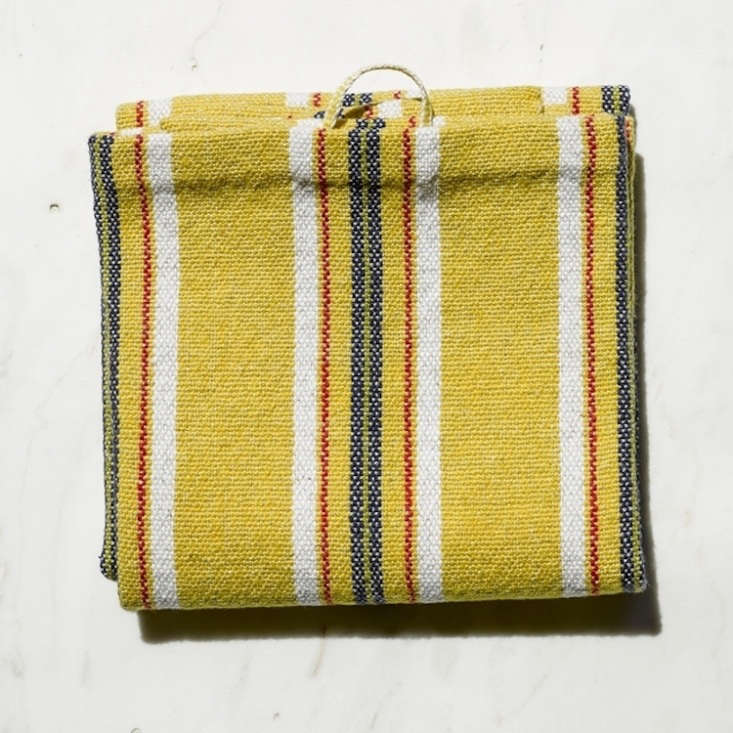 the hand towels are made of 60 percent egyptian cotton and 40 percent european  11