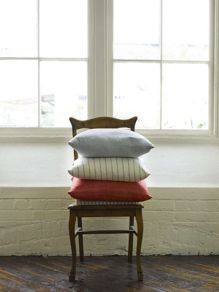 stephanie&#8\2\17;s pillows are made of \100 percent european linen yarns a 19