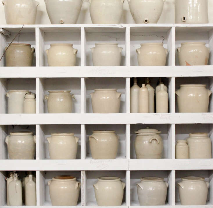 we like this monochrome display of french stoneware at california based antique 9