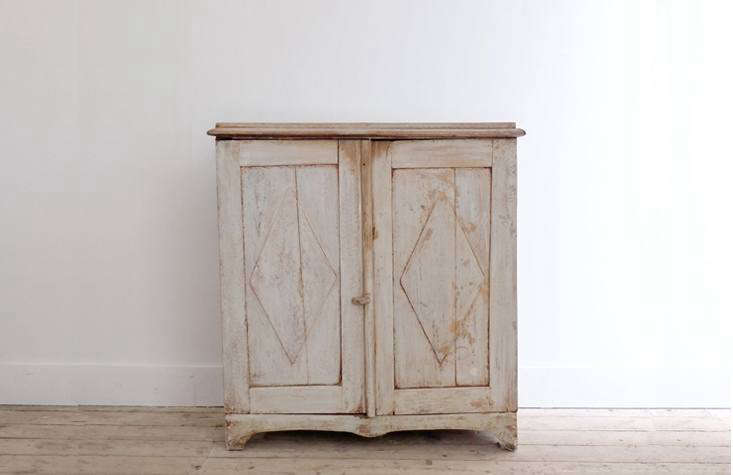 agustavian sideboard from puckhaber; note the pale tone and straight lines. 15