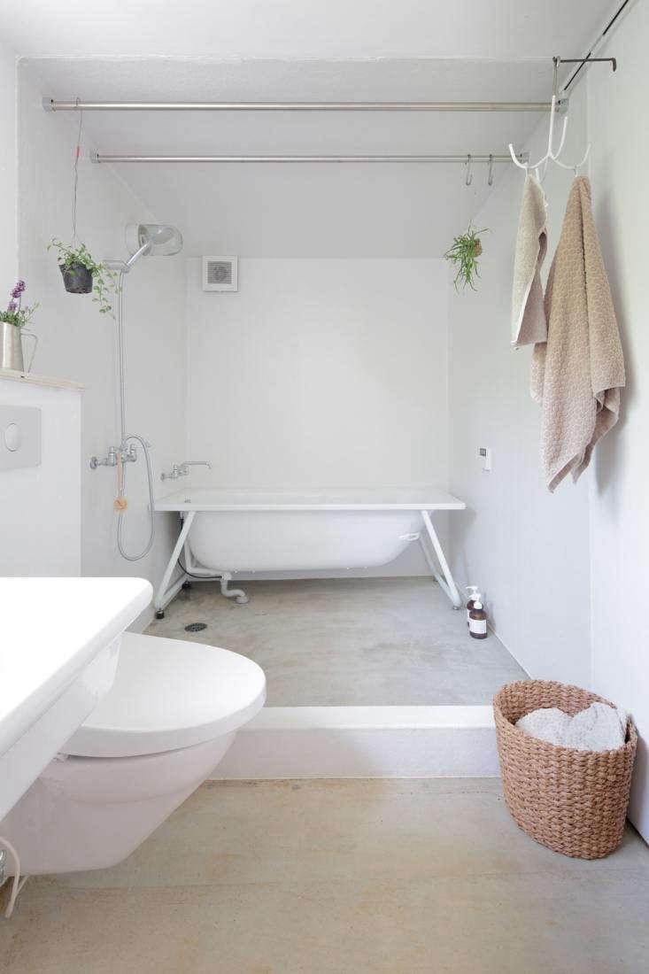 the rakish tub is a kaldewei tform bathtub, a model made to be inset but here u 18