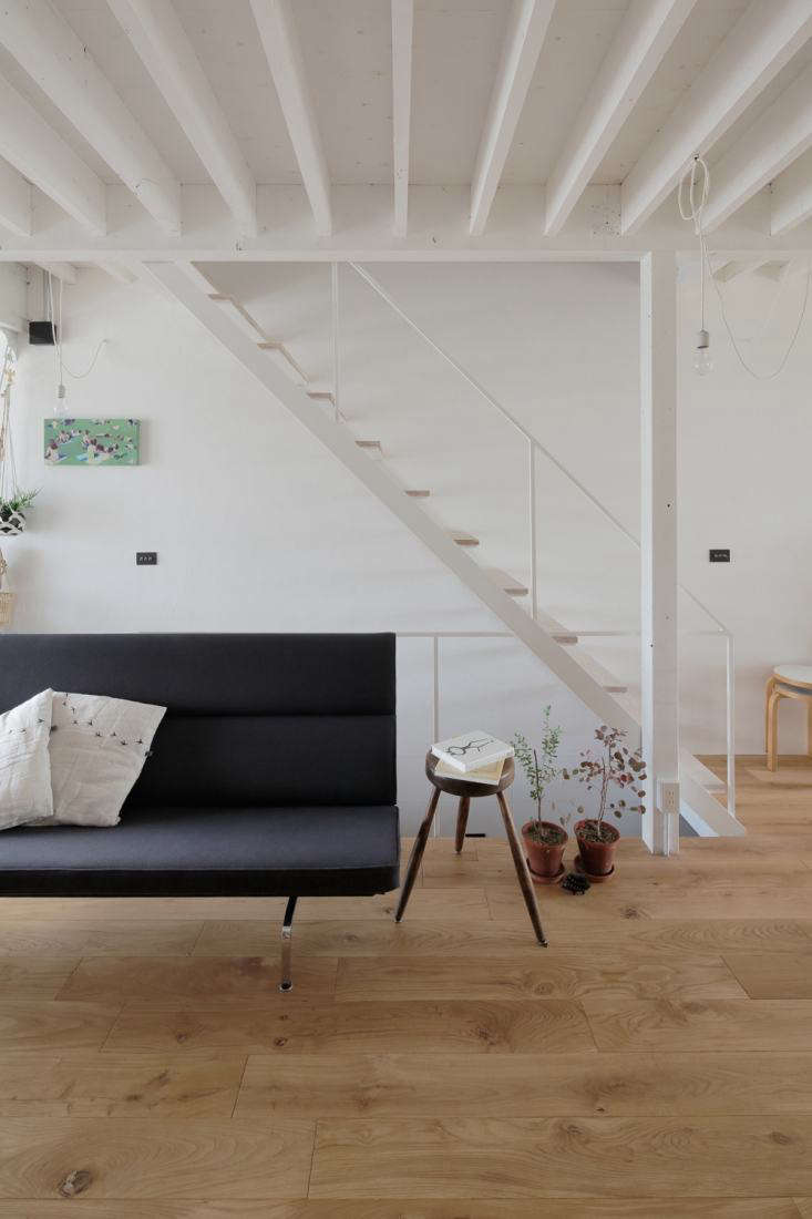 the ceiling beams and wooden stair treads play off each other in a rhythmic p 14