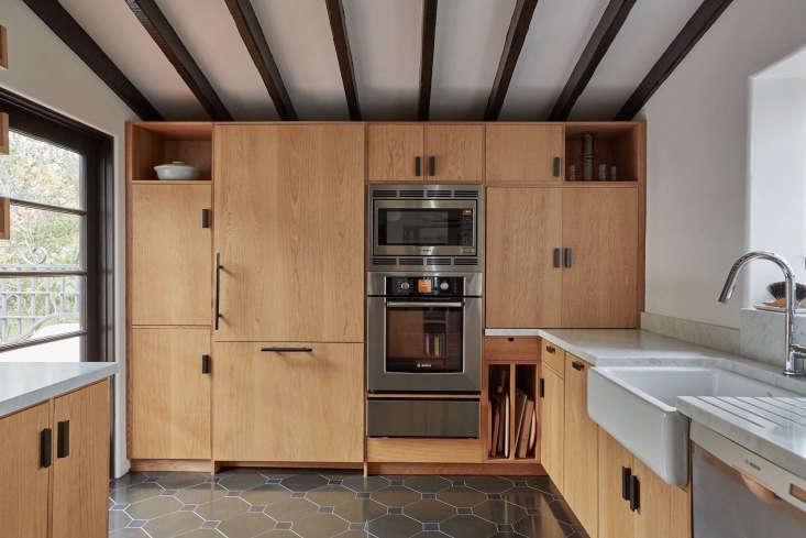 live oak kitchen beamed ceilings wood cabinets jolie5   733x489