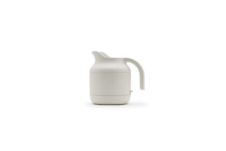 muji&#8\2\17;s electric kettle is chic and compact, perfect for office life 17
