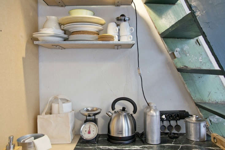 Add sophistication to even the tiniest kitchen with a small piece of marble as countertop, as seen inPasser Domesticus: loading=