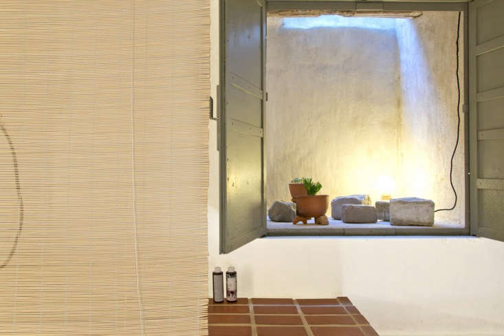 Passer Domesticus 12 Ideas to Steal from an Idiosyncratic Urban Getaway in Greece A window well over the bath is transformed into an opportunity for display with &#8\2\20;a private garden of plants and stones&#8\2\2\1; plus natural light.