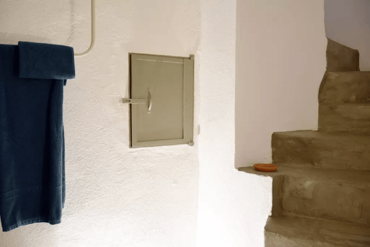 Passer Domesticus 12 Ideas to Steal from an Idiosyncratic Urban Getaway in Greece On the concrete stairs leading back to street level, a small ledge becomes a place for display. Photograph courtesy of Airbnb.