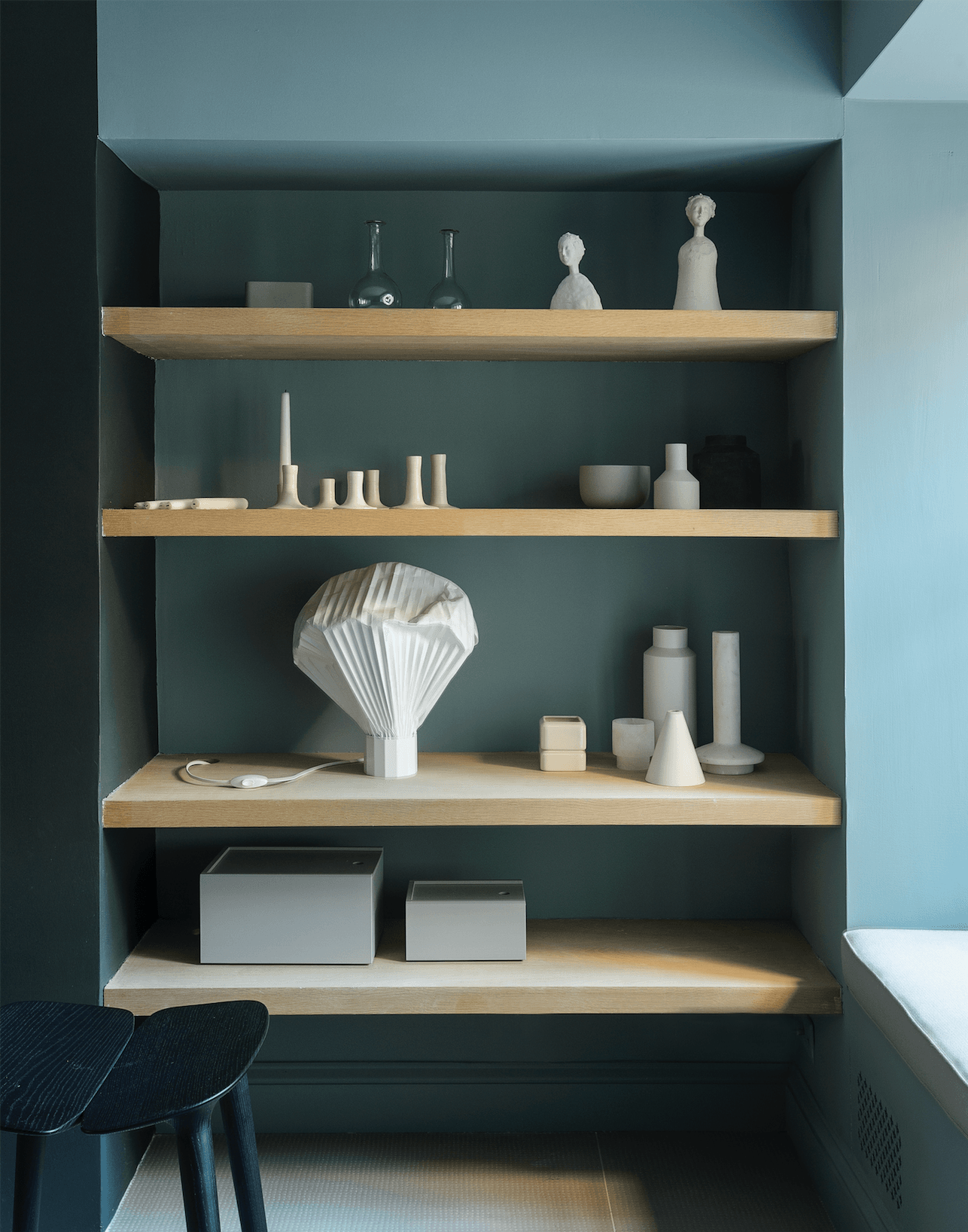 Studio Oink designed a shelving system with a built-in bench. The fireplace is painted inFarrow & Ball&#8