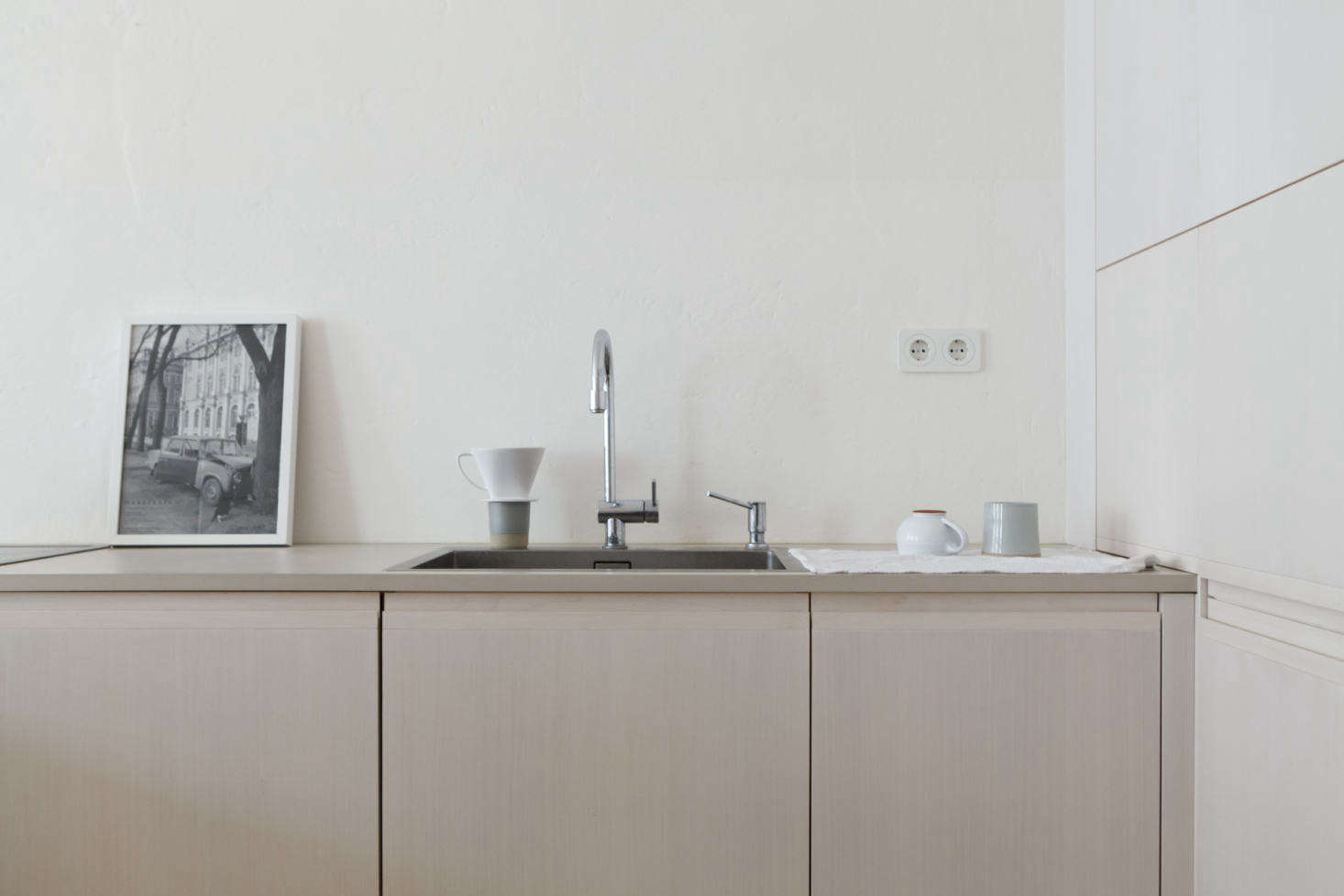 Photograph fromKitchen of the Week: A Poetic Apartment Kitchen by Studio Oink.
