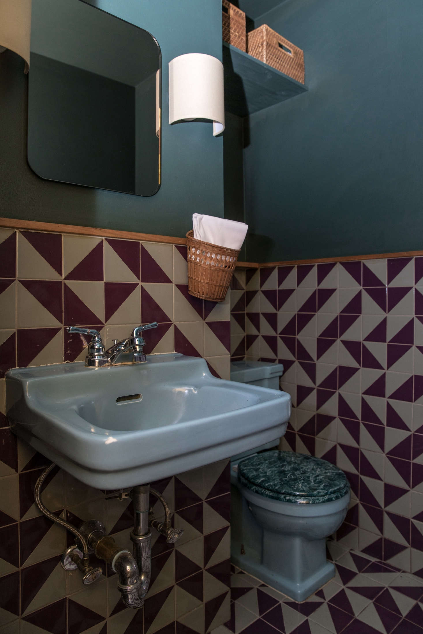 The small bathroom is not what you might expect from the rest of the space. &#8