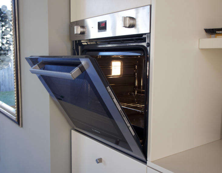 in this configuration, a warming drawer is located directly below the 30 inch b 15
