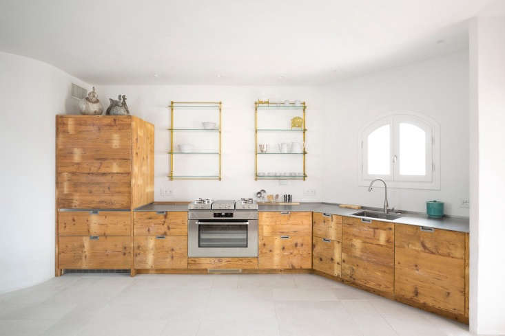 The finished kitchen, with cabinet fronts made out of 0-year-old larch wood (larch is known for being durable and water-resistant).