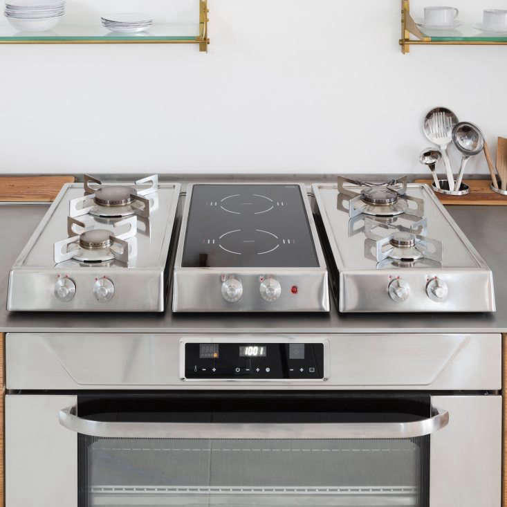 The oven and three-part stovetop are by Italian brand Alpes Inox. (For more, see7 High-Style Italian Kitchen Ranges.)