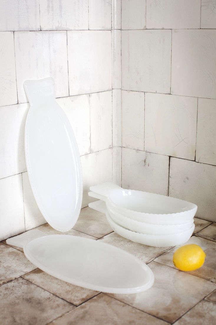 both the fish flat dish milk white (left; €37.64) and fish deep dish milk whi 12
