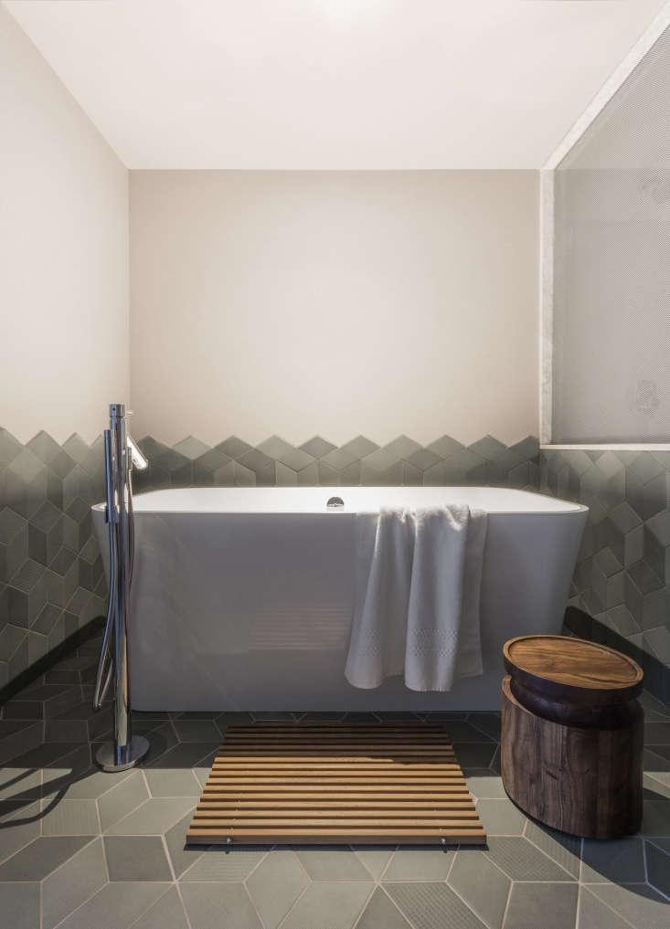 mutina&#8\2\17;stex by raw edgestiles enclose an edge bathtub from vi 21