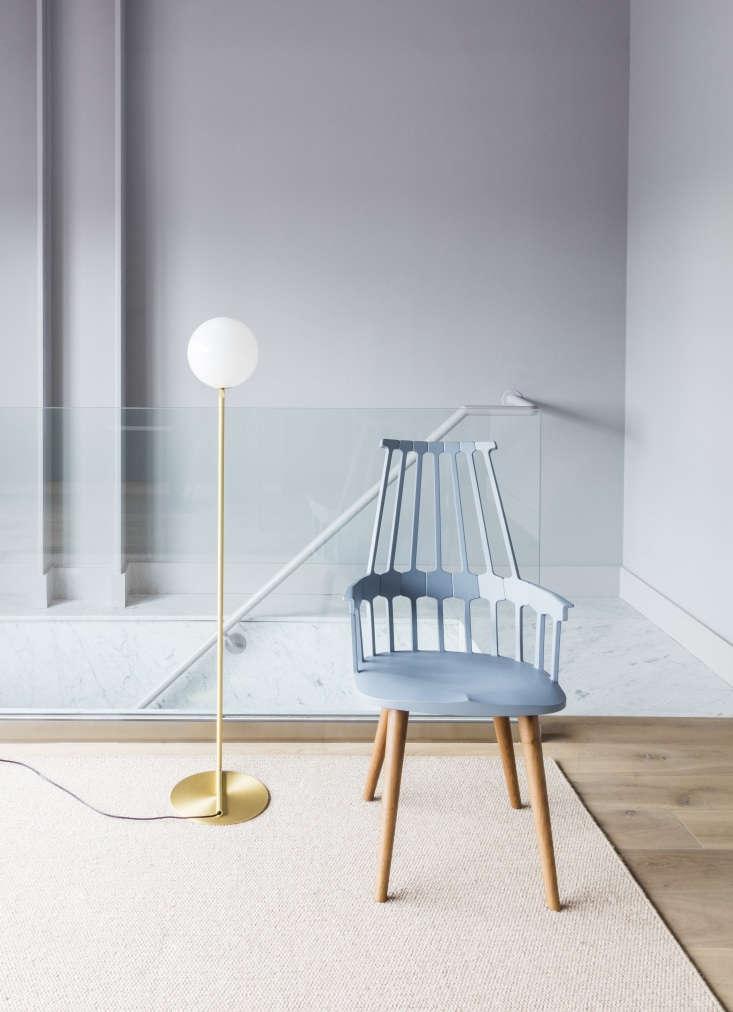A MichaelAnastassiades IC LightsF floor lamp for Flos pairs with Patricia Urquiola&#8