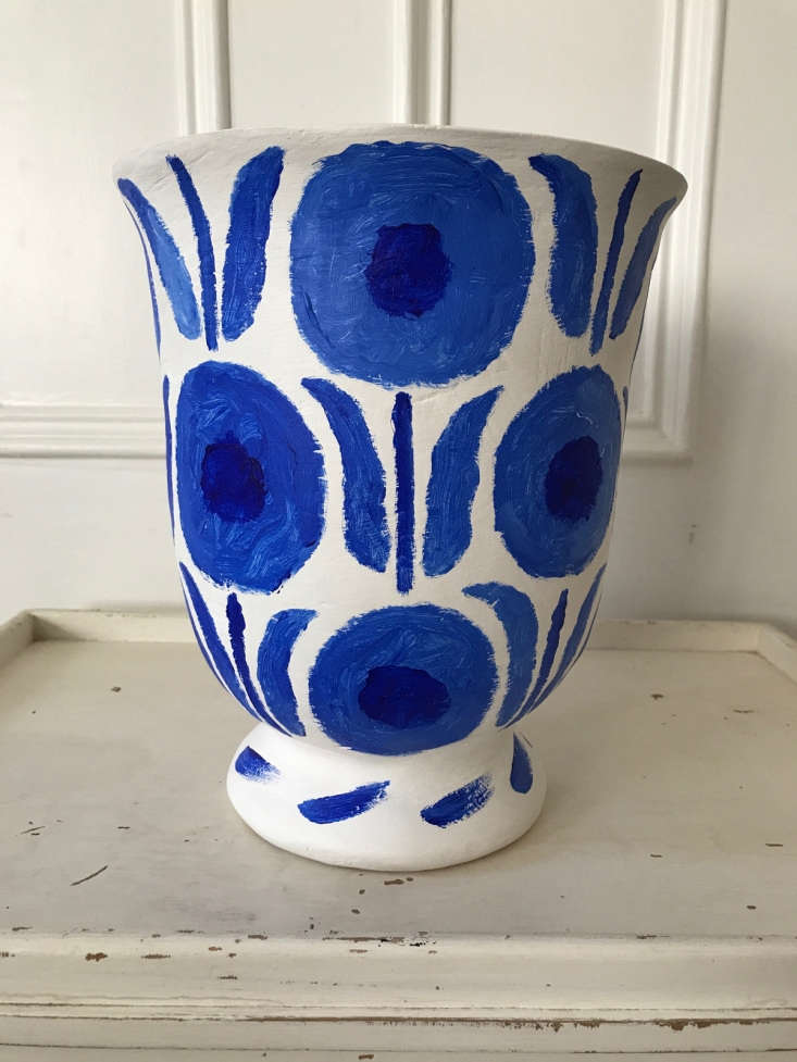 The latest offering: a limited-edition line of urns that Pate created in collaboration with his neighbor, plaster artist Stephen Antonson (see his sculptural lighting in The Master of Plaster).