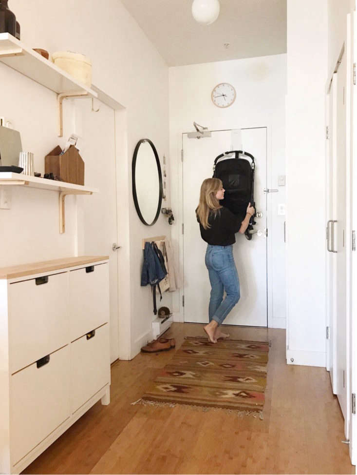 The tidy, spare entryway in small-space blogger Alison Mazurek&#8